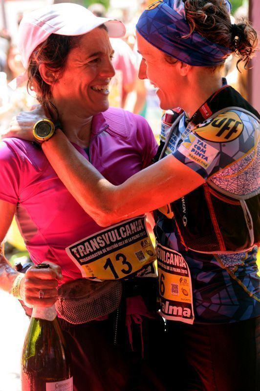 Lee más sobre el artículo Mujeres que corren en la Transvulcania 2013 – 1ª Emelie Forsberg 2ª Nuria Picas y 3ª Uxue Fraile