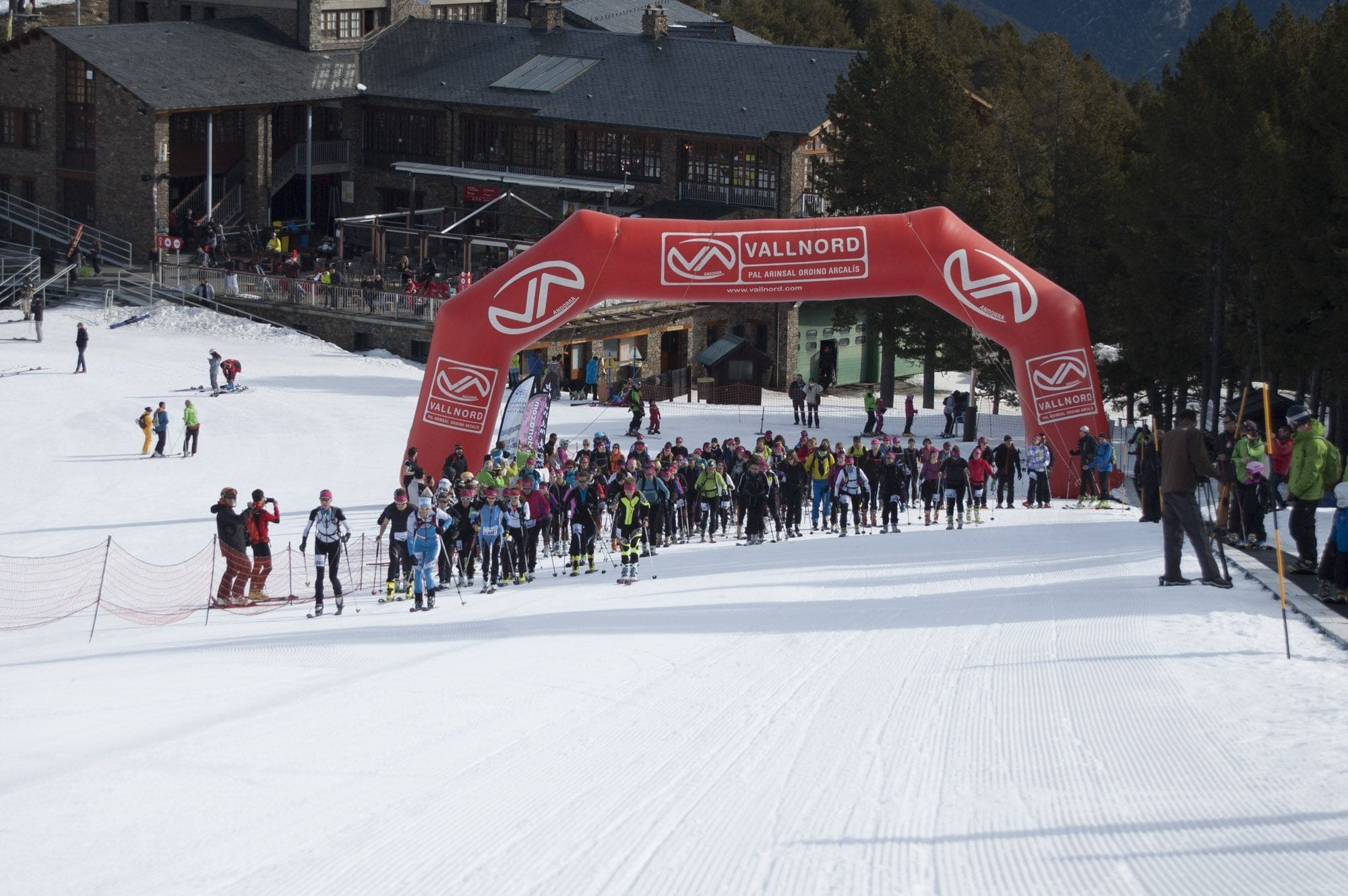 Lee más sobre el artículo Éxito de La Dama Blanca, primera carrera femenina de esquí de montaña en Vallnord